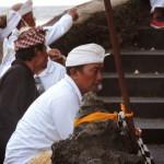 Cérémonie au temple Tanah Lot Bali