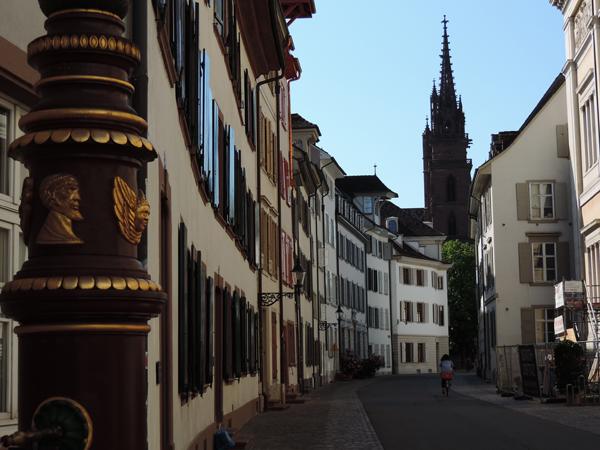 Rue de la vieille ville de Bâle