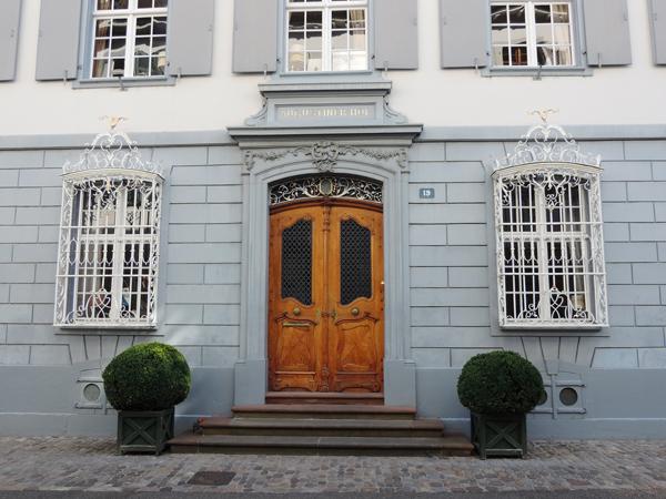 Porte façade vieille ville Bâle