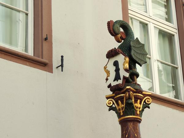 Statue de fontaine, vieille ville Bâle